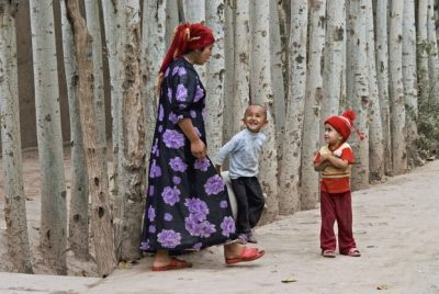 A Uyghur woman with her children in Kashgar, Xinjiang, July 1, 2012. Photo: PHOTONONSTOP