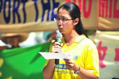 Sonia Zhao gives a speech about the persecution of Falun Gong in China at a rally in Toronto in August 2011. Zhao, a former instructor at the Confucius Institute at McMaster University, had to sign a statement promising not to practice Falun Gong when she was in China before joining the institute. (Gordon Yu/Epoch Times)