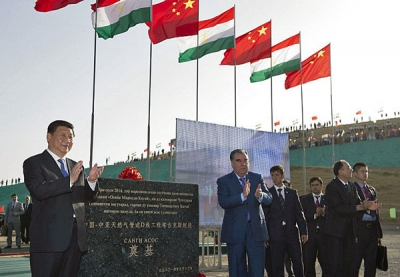 Chinese President Xi Jinping (1st L) and Tajik President Emomali Rahmon (2nd L) attend the groundbreaking ceremony of the Tajikistan section of Line D of the Central Asia-China gas pipeline in Dushanbe, capital of Tajikistan, Sept. 13, 2014.