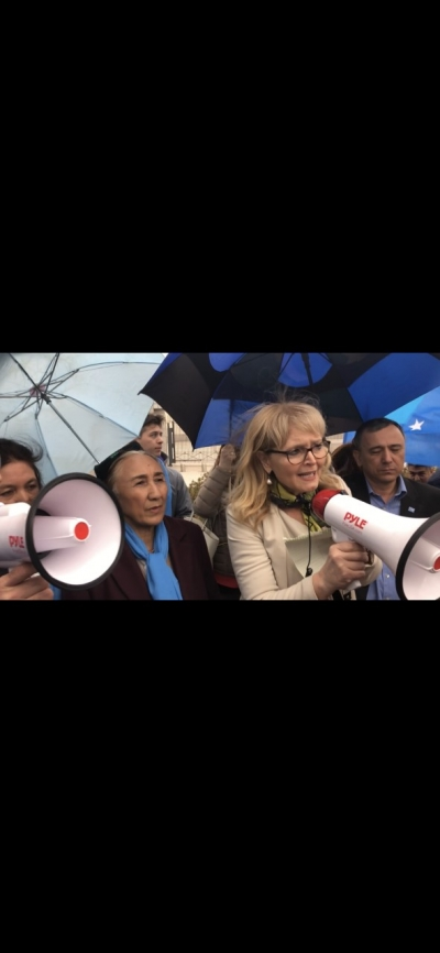 latrona lantos swift with Rebiya kadeer and Uyghur community in front of Chinese Embassy (19 April,2018)