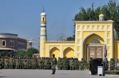 Chinese Soldiers in front of Idkah Mosque, Kashgar, Xinjiang Uyghur Autonomous Region