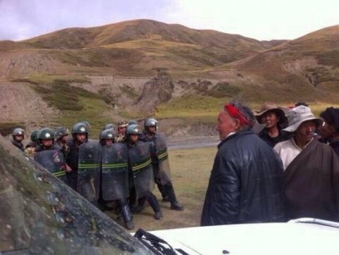 This image shows troops confronting unarmed local Tibetans in Garchung Village in Dathang Township, Driru county, Nagchu, demonstrating the disproportionate use of force in the 'stability maintenance' drive that leads to psychological stress for armed police according to the document detailed in this report. It depicts unrest in Driru, Nagchu, the TAR, followed a drive to enforce loyalty to the CCP through compelling the display of the Chinese flag as part of the Party's strategy to intensify control across